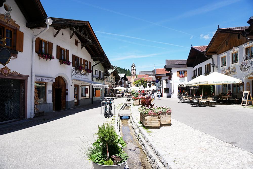 Mittenwald, montañas, violines
